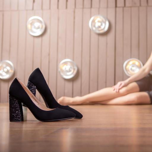 Туфли из коллекции «Party & Wedding» подчеркнут твою индивидуальность и дополнят твой образ в офисе, на торжественном событии или дома.